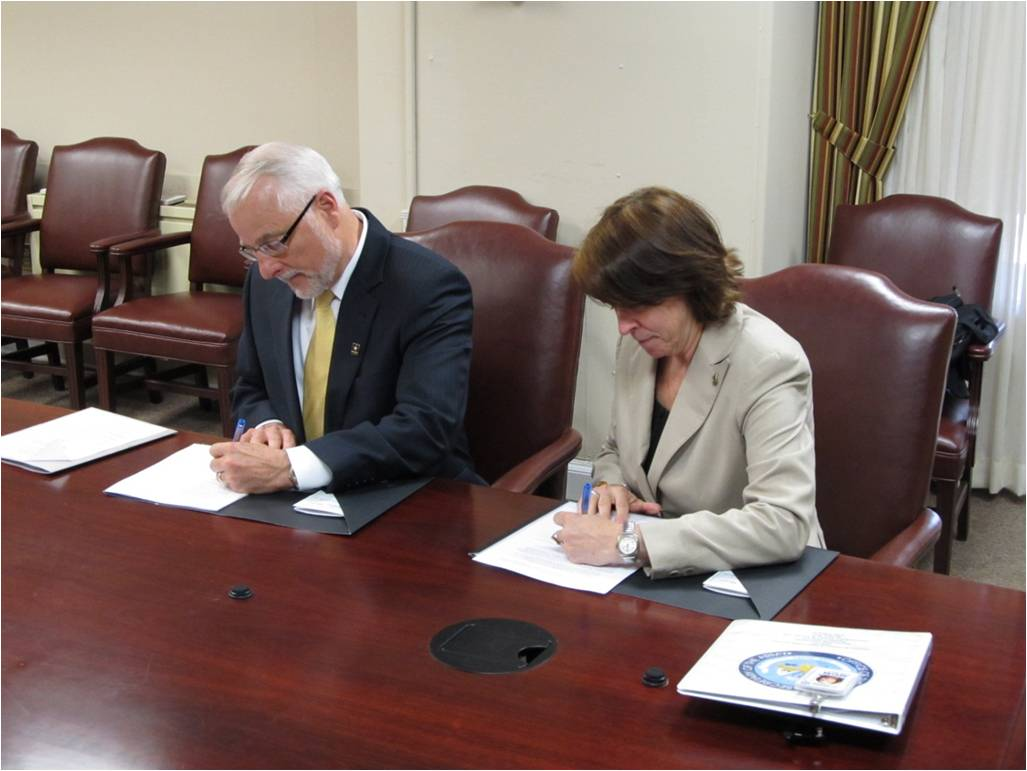 Picture of ASA (CW) Jo-Ellen Darcy and NRCS Chief Dave White signing MOU in 2011